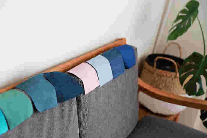 リビングのプチ模様替えで手軽かつ効果が大きいのが、ソファカバーを変えることです。色はもちろん、素材も変えてみると座り心地がガラッと変わり、新鮮な気持ちで過ごすことができますよ。
