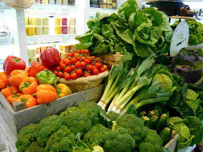 自然を愛する心は「食」に関しても当てはまるイギリス。お料理に関しては、あまり高い評価を受けていない国ですが、農薬や化学肥料を使用せずに生産されたオーガニック食材への意識はとても高いんです。 ※「オーガニック」という言葉は、日本では農薬や化学肥料などの化学物質に頼らず自然界の力で生産された食品を意味します。