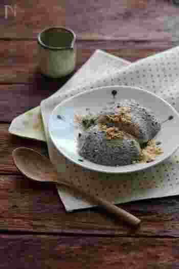 豆腐スイーツはどうしてもお豆腐の風味が気になる…という方には、黒ごまと合わせたババロアを。ごまの風味がしっかりしていて、ごま豆腐のように楽しみやすい和スイーツです。