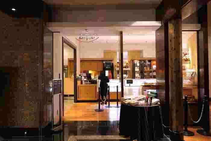 """ホテルニューオータニ内にある<パティスリーSATSUKI(サツキ)>さんは、スイーツ好きなら誰もが憧れる有名パティスリー。お値段はちょっぴり高めですが、その豪華さと上質さには、お値段以上の満足感があります。まさに""""自分へのご褒美""""にぴったりのお店です。"""
