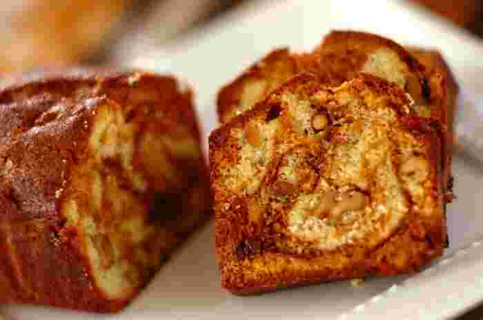 生地にキャラメルが練りこまれた絶品のパウンドケーキ。しっとりとした口どけの中にナッツの食感がアクセントになって、その香りと味わいはパウンドケーキを上品なスイーツに格上げしてくれます。