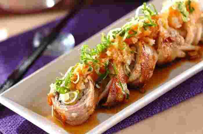 豆もやしを豚肉で巻いて焼き、大根おろしに特製のタレをかけ、刻みネギを散らして仕上げます。一口サイズに切って出せば、ホームパーティーのメニューにもぴったり。 子供にも人気が高い豚肉を使った料理なので、お弁当のおかずとしてもおすすめです。