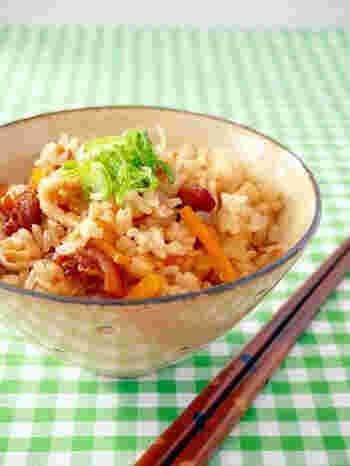 オイスターソースを入れてコクのある旨みを引き出した、中華風の炊き込みご飯レシピです。缶詰の大きさに合わせて、お米の量を調節するといいですね。
