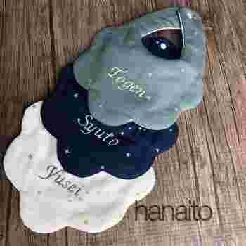 hanaitoさんも2歳の赤ちゃんのママ。きらきらとしたお星さまのスタイには、赤ちゃんの名前をかわいらしく刺繍することができます。