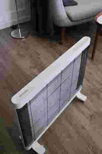 グッドデザイン賞も受賞しているシンプルでスリムなフォルムは、どんなインテリアにも馴染みます。  コンパクトながらお部屋全体を温めてくれ、オフしてもしばらく暖かさが続くのだそう。  寒くなる季節にうれしい暖房器具ですね。