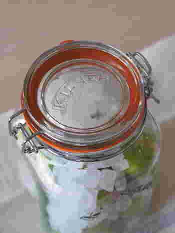 自家製シロップをつくるときは、きっちりと密閉できる蓋のついた瓶を用意しましょう。虫や埃の混入を防ぎます。