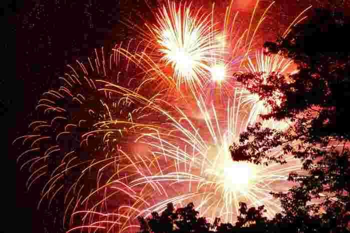 仙台七夕まつりでは前夜祭も開催されます。前夜祭では仙台西公園周辺で豪華な花火を楽しめるそうですよ!