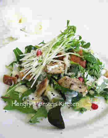パンの耳をクルトンに!多めにクルトンをトッピングすれば、お食事サラダに。お休みのブランチにおすすめです。