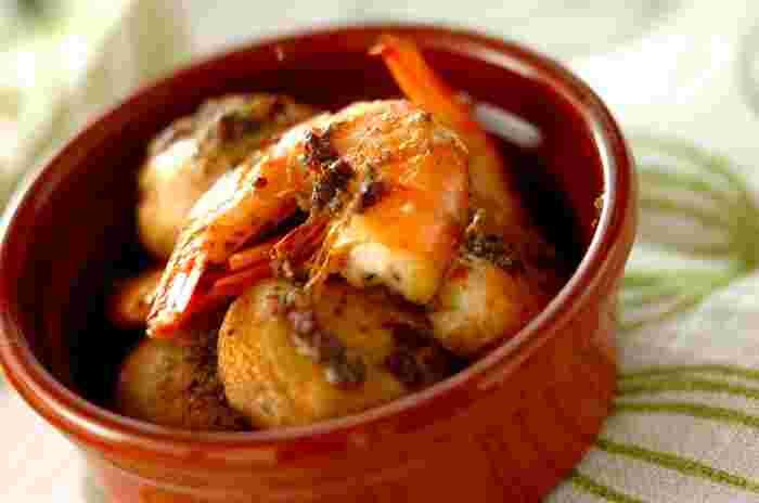 イタリアンのお店やおしゃれなバルのメニューで見かける「アンチョビ」の文字。料理に少し加えてあるだけで、旨みのある強い塩気が、お料理の美味しさを引き立ててくれます。 メインのお料理にも、サラダやおつまみにも使えるアンチョビを、家庭料理のレパートリーに加えてみませんか?
