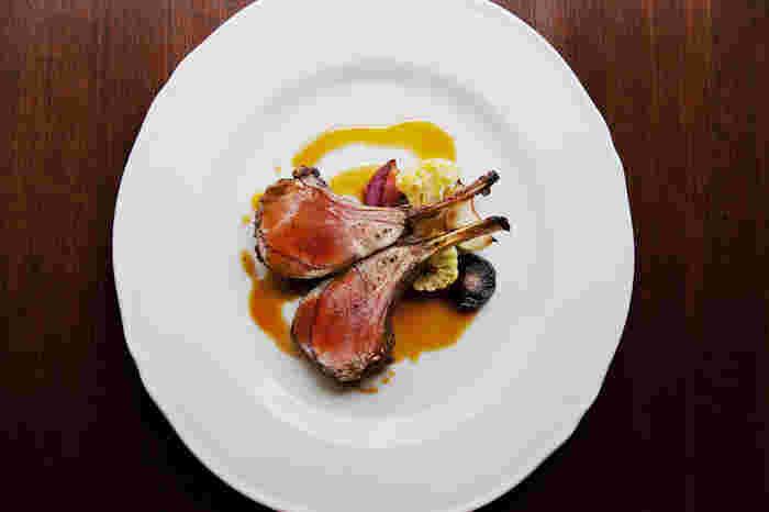 「ウィウィ」のランチは前菜とメインから選べるプリフィックススタイル。地元民でも最強コスパとして有名なんですよ。