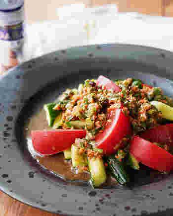 万能ニラだれを作っておけば、野菜をカットするだけであっという間にひと品完成させることができます。ボリュームが足りないなと思ったら、レタスなどの葉物野菜を下に敷きこんであげるのもいいですね。