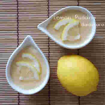 蒸したり焼いたりする作業がなくて手軽なうえ、ゼラチンの代わりに片栗粉を使うレモンプリンです。レモンさえあれば、あとはお家にある材料で作れます。