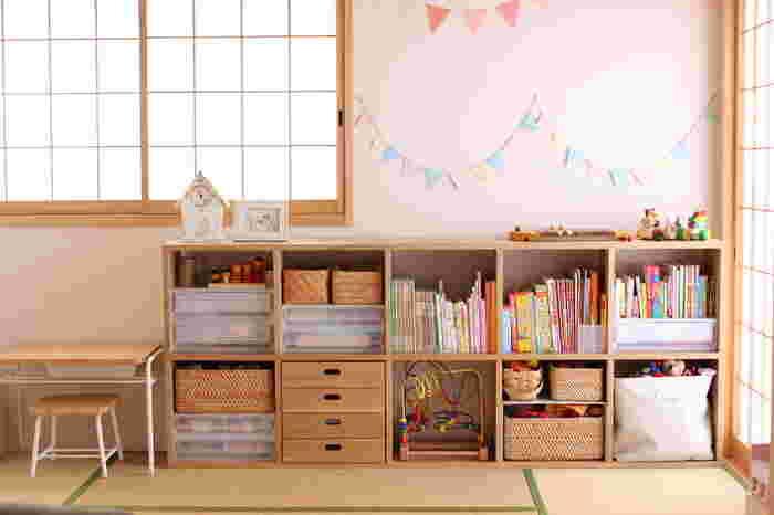 お部屋にガーランドを飾るだけで、一気に明るい子供部屋ができあがります。ナチュラルなインテリアのお部屋も、カラフルなガーランドで可愛く変身♪