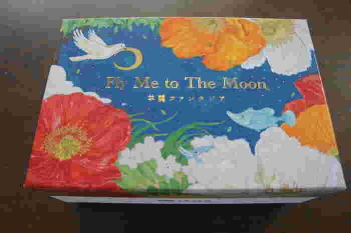 パッケージは日本画家・舛田玲香さんの描き下ろしで、fly me to the moonの世界観を表現。心ときめく新感覚のおしゃれ羊羹です。