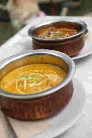 本格的なネパールカレーは、スパイスが効いているのにコクがあってマイルドな味わい。辛さは選ぶことができるので、辛いものが苦手な人でも美味しくいただけますよ。