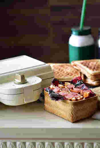トマトソースの豊かな風味で、冷めてもおいしいウインナーホットサンド。とてもリッチなお弁当にもなります。ピクニックなどにもいかがですか?