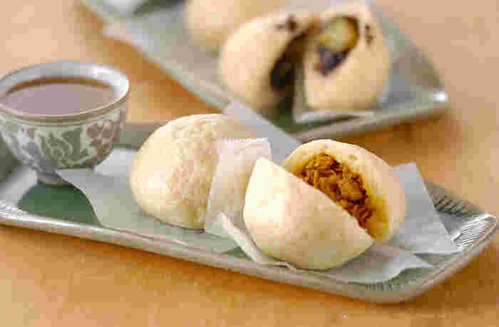 鶏もも肉、切干し大根を入れてカレー風味の中華まん風蒸しパンです。