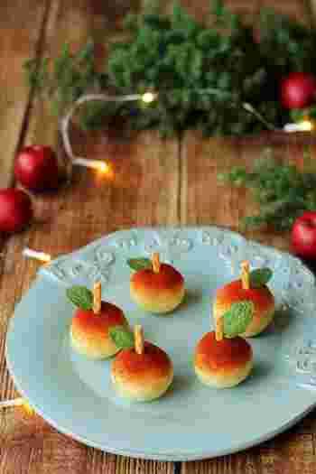 まるでりんごのスイーツのようなこちらは、なんとポテトサラダ。赤いりんごの色はパプリカパウダーです。シーザーサラダドレッシングを使うので味付けも簡単。見た目も映えるワンハンドフードです。