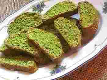 こちらは、ほうれん草パウダーを使った、彩り鮮やかなヘルシービスコッティ。乾燥パウダーを使えば、野菜の生地を作るのも簡単ですね。