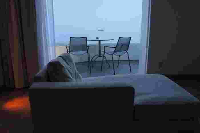 「テラスでゆったりと瀬戸内海を眺めながら、贅沢な時間を過ごす」日程が短いからこそ、あえて何もしないという選択もいいですね。