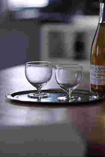 ステムグラスとはワイングラスのような脚付きグラスのこと。こんな小ぶりで日常使いにぴったりなワイングラスなら、ジュースやデザートに使いやすい。こちらのroyal leerdam(ロイヤル レアダム) ワイングラスはなんと、ワンコイン!