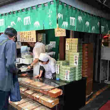 羊羹ともなか、2品のみを製造販売する吉祥寺にある和菓子店です。1日に150本だけ作られる羊羹は、40年以上も毎朝行列ができています。