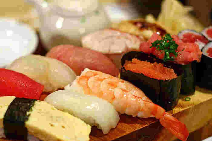 一人でも入りやすい雰囲気の店内で、おいしい東北の日本酒とともに、本格鮨を楽しんでみませんか?
