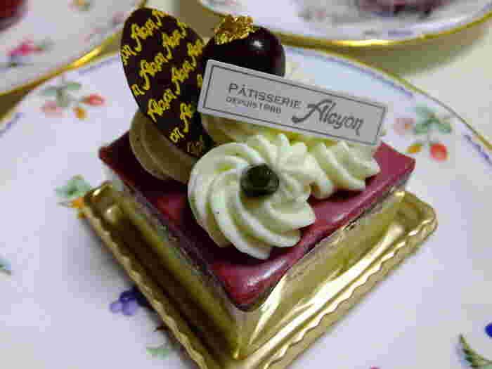 居心地の良い空間で、サロン・ド・テ アルション法善寺本店自慢のケーキをいただいてみてはいかがでしょうか。