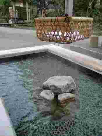 敷地内には、足湯も♪里山散策を楽しんだ後は、こちらでひと休みしたいですね。