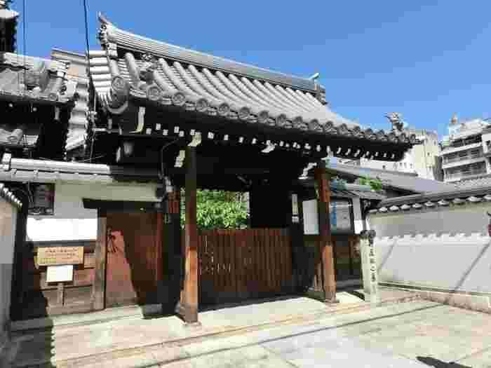 八木邸や壬生寺からも歩いてアクセスできる「光縁寺」です。旧前川邸にて切腹した山南敬助が埋葬されている場所です。
