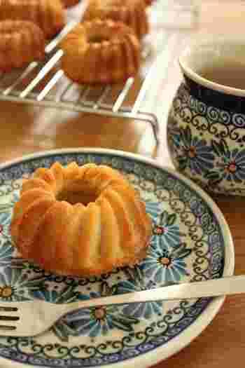 """日本でも人気上昇中のクグロフは、フランス国王ルイ16世の王妃""""マリー・アントワネット(Marie Antoinette)""""がこよなく愛したお菓子として有名です。  オーストリアから嫁入りした際に持ち込まれたのではないかと言われていて、毎朝、朝食に食べていたほど大好物だったそうですよ。"""