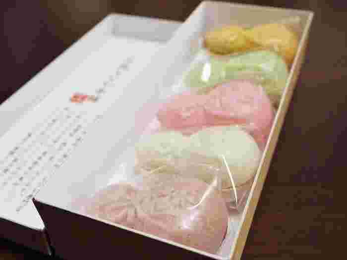 大塚・巣鴨にある縁起の良いヒョウタンの形をした元祖千成もなかは、昔ながらの手作りの味を楽しめます。