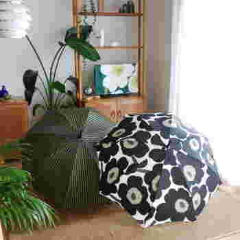 梅雨などの雨が多い時はどうしても傘が湿気がちに。晴れた日にまとめてカラッと乾燥させるのがおすすめです。風通しのいい室内で干しても良いでしょう。
