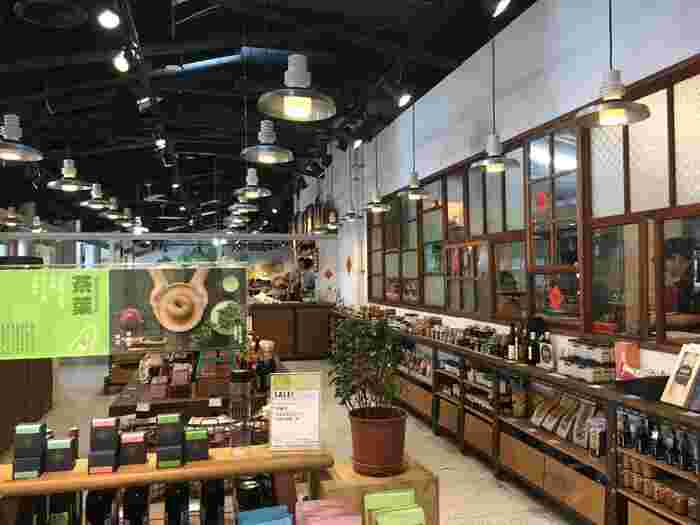 人気のベーグルやコーヒー、お茶が楽しめるだけでなく、メイドイン台湾の食品やお土産などのショッピングも楽しめるスポットで、地元の方々だけでなく観光客でも賑わっています。  夏にはかき氷が楽しめたり、たまにフリーマーケットもあるなど、良いものを探すにはぴったり。  お土産をこちらでまとめて買っておくのも良さそうですね。