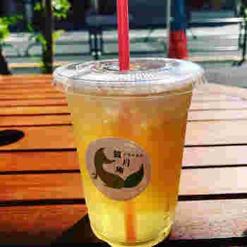 お店厳選の茶葉で淹れた台湾茶もテイクアウト可能です。こちらはさっぱりとした飲み口が人気の「阿里山 烏龍茶」。テイクアウトランチのお供にいかがでしょうか?