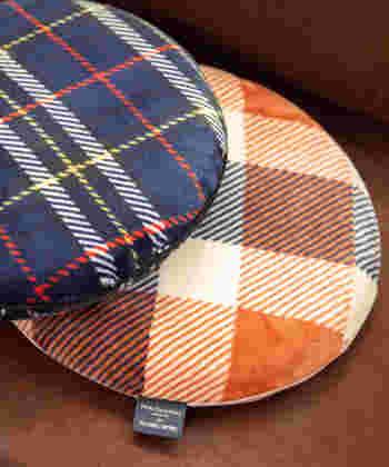テキスタイルメーカー・Peter MacArthur(ピーター・マッカーサー)社とグローバルワークがコラボして作った高反発クッション。フランネル素材が使われているので、肌触りがいいんです!Peter MacArthur社は、スコットランドの中でも特に有名なタータンチェックのブランド。チェック柄に合う丸い形が素敵ですね♪