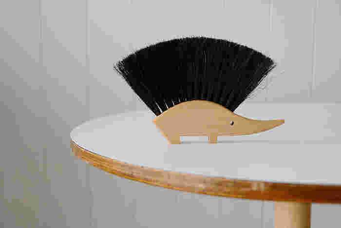 ハリネズミ型のテーブルブラシ☆