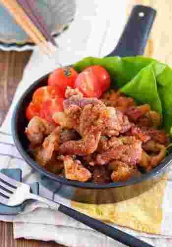 こちらも豚こま肉を使っているので、切らずにそのままビニール袋の中で調味料と混ぜ込み揚げるだけの簡単レシピ。少しの油でサクサクに仕上がって、さっとできるのでお弁当のおかずにもおすすめです。