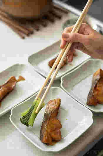 短すぎても、長すぎても不便な菜箸。扱いやすい長さは30cm前後です。熱い炒めものや揚げ物、料理の盛り付けにも使いやすい。