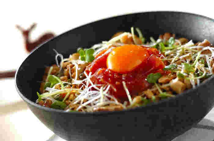 DHAが豊富なマグロ、エネルギー源になる納豆・くるみ・ピーナッツなど、あとひと踏ん張りしたい時に食べたい丼。受験生にもぜひ!
