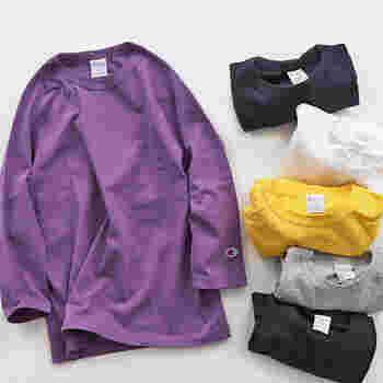 スポーティーでカジュアルなカットソーです。コーディネートのアクセントになる紫や黄色が揃っています。七分袖で肩から繋がるラインが特徴です。