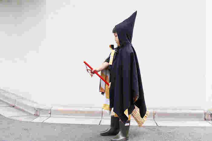 とんがり帽子がかわいい!魔女のマント。自分で作ったの?!と驚かれること請け合いです。子どもと一緒に飾りを付けてオリジナルのマントを作るのも盛り上がりますよ!