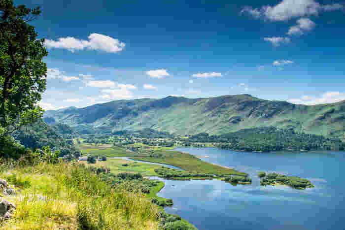 イングランド北西部の位置する湖水地方は、イギリスにおける最も風光明媚な場所のひとつで、ピーターラビットのふるさとでもあります。