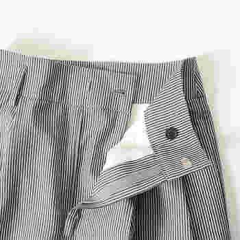 コーディネートの洗練度を高めてくれるストライプパンツ。ブラックやグレー、ネイビーといったベーシックカラーが多いので、肝心の着回し力も満点です。普段の着こなしをフレッシュにしたい方は、ぜひワードローブに取り入れてみてくださいね♪