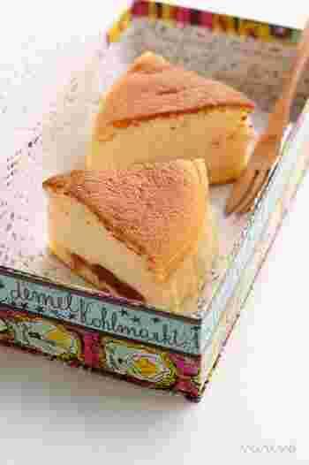 いちごの甘酸っぱさとチーズの濃厚さがマッチしたチーズスフレ。可愛いボックスに入れて、お友だちとのティータイムに召しあがれ!