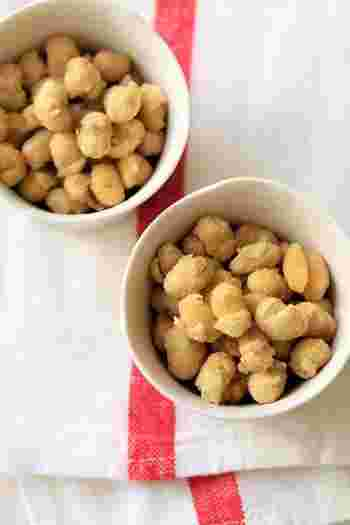 大豆の水煮を揚げて、きなこをまぶしたお菓子です。大豆を粉にしたきなこは、もちろん大豆とも相性◎!カリッとした食感がクセになります。