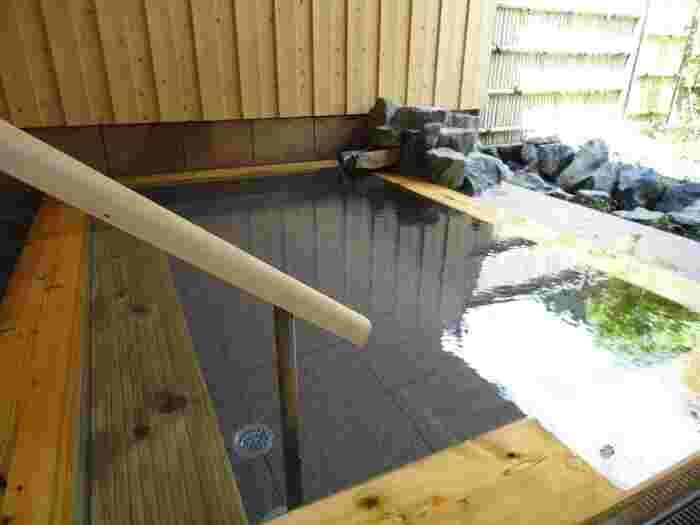 美肌効果のある川場温泉は、大変歴史のある武尊神社を眺めながら入れる露天風呂もあり、ゆっくりとくつろげます。地産地消で作られた色鮮やかなお料理もおすすめです。一日ゆっくりと楽しめるくつろぎ旅館です。