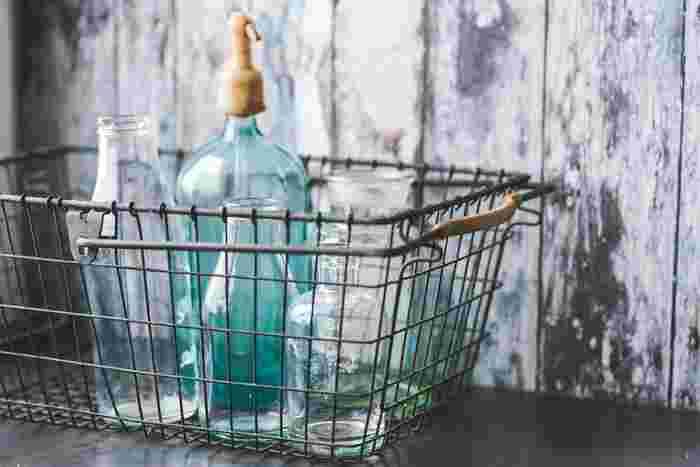 空き瓶や段ボールなどの資源ゴミは、リサイクルされ様々な製品に姿を替えていますが、おうちの中で再利用することも出来ます。 大小さまざまな空き瓶、段ボールは、どこのおうちにもある身近な再利用アイテム。捨てる前にアイデアを膨らませて、プチDIY感覚で楽しんでみませんか!
