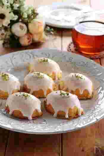レモンをモチーフにした型でつくった、レトロさがかわいいレモンケーキ。ふわふわの生地と爽やかなレモンアイシングの相性がバツグン。