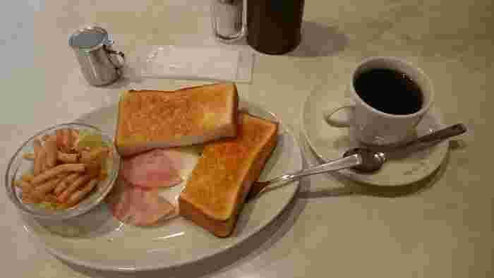 オススメは「おはようセット」。 美味しい自家焙煎の珈琲に、目玉焼きをのせたトースト、朝から幸せのモーニングセットです。  ☆8:00~19:00 定休:土・日・祝日 ★朝食営業、ランチ営業  ※最新の営業時間は下記HPよりご確認ください。
